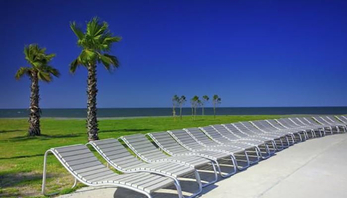 Paseo junto al mar, mobiliario urbano de Krealia