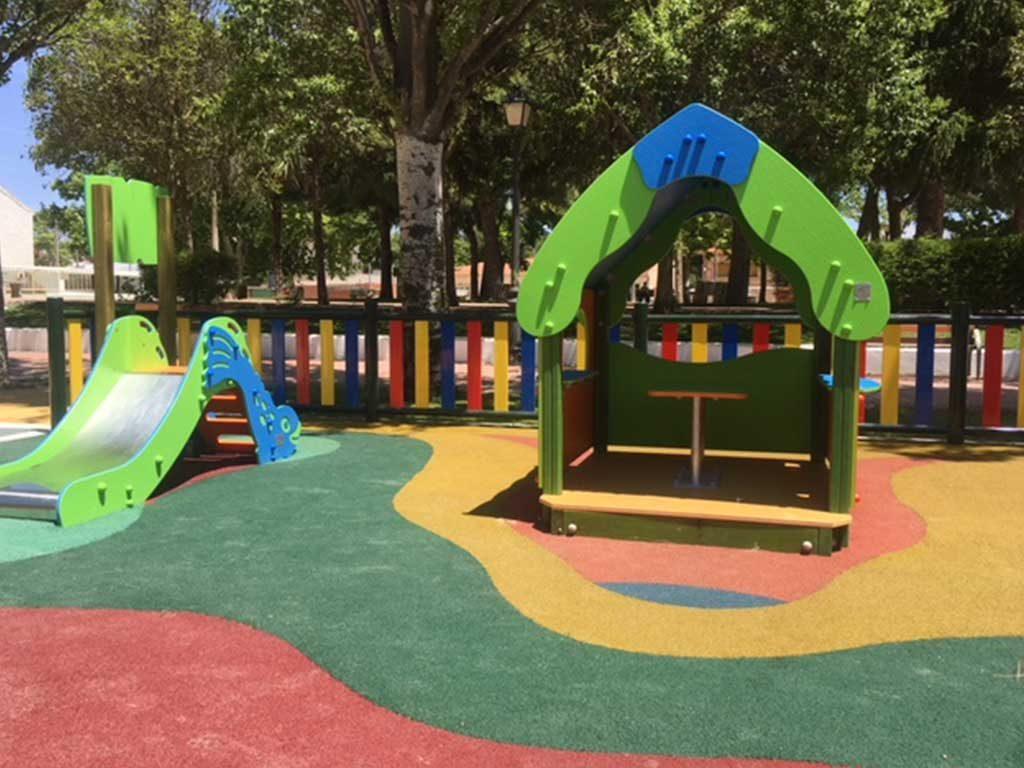 Parque infantil y parque de estimulación temprana en Villamayor de Santiago