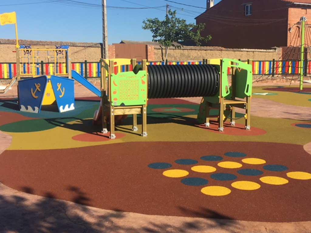 Parque infantil en Agudo